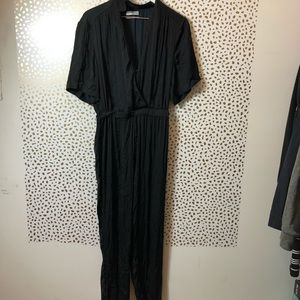 URBAN OUTFITTERS black satin-like jumpsuit SIZE M